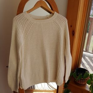 🌻 Faded Glory - White sweater with gold accent